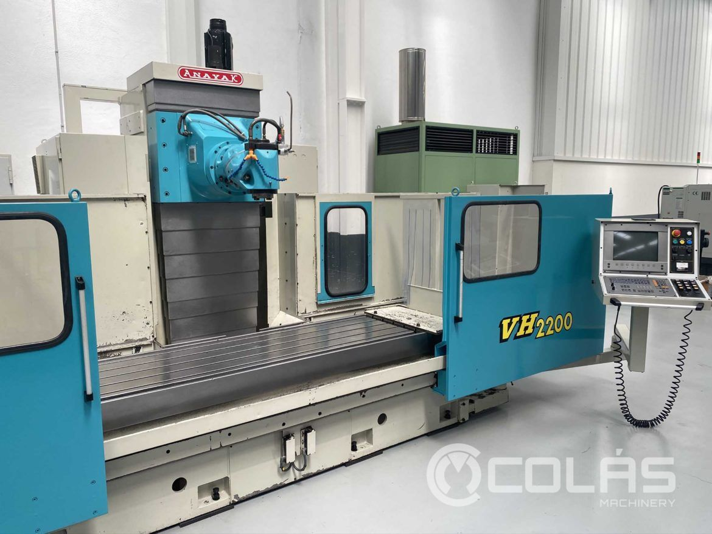 Fresadora CNC Universal Anayak VH 2200