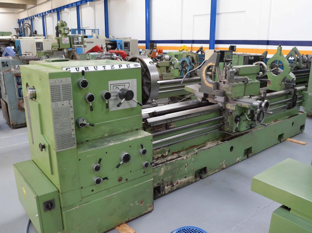 Second Hand GURUTZPE SUPER M 350X3000 Conventional Lathe